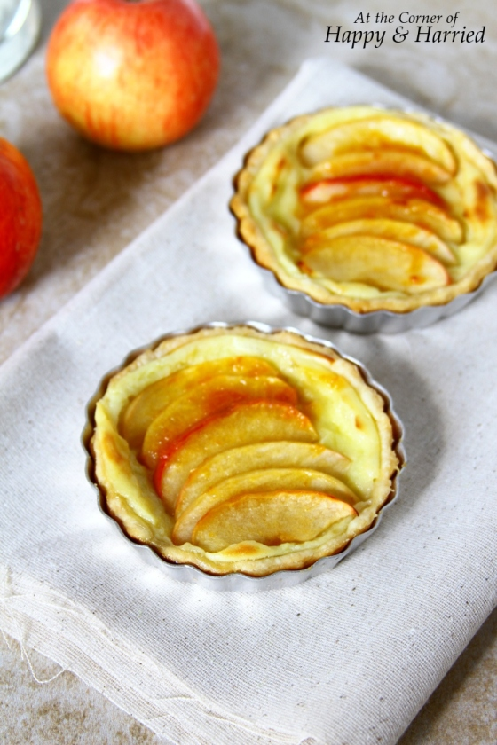 Mini Apple Tarts With A Flaky Crust & Pastry Cream Filling