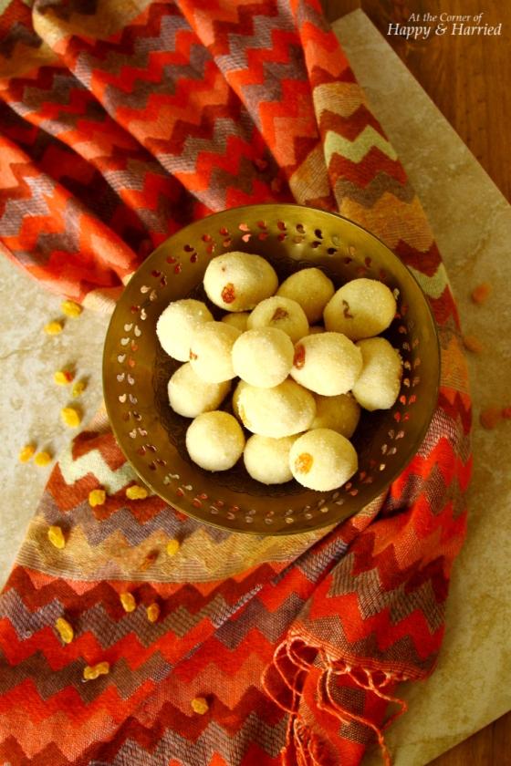 Rava or Sooji Ladoo (Sweet Semolina Balls)
