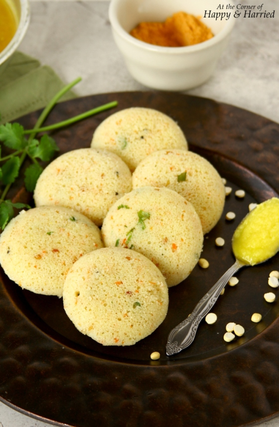 Quick Rava Vegetable Idli {Steamed Semolina Cakes}